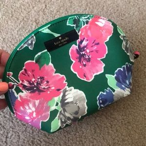 Kate Spade green floral cosmetic bag 💐💐